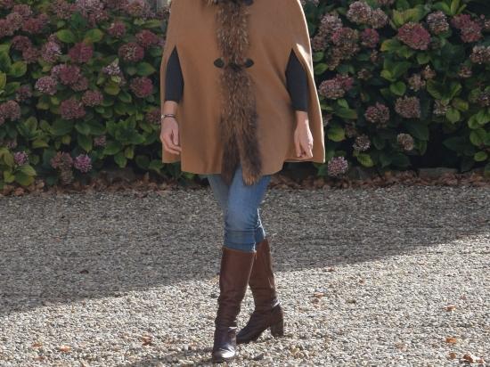 Cape manteau, fourrure de marmotte (Camel, bleu marine, grise ou noire)