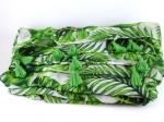 Foulard grandes feuilles et pompons verts