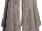 Châle gris clair, bordure en fourrure de lapin