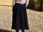 Jupe plissée noire mi-longue, taille unique