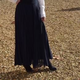 Jupe longue plissée, bleu marine