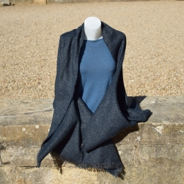 Châle ou écharpe bleu marine à chevron, fil lurex brillant